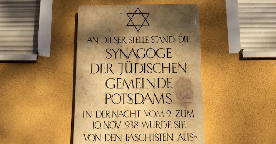 Swastika scrawled on plaque commemorating German synagogue