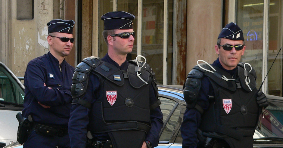 Fourteen Jewish women injured by chemical agent on French synagogue entry panel