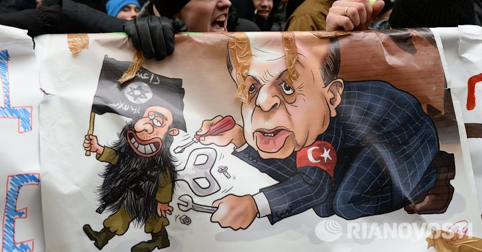 Anti-Turkey protesters in Moscow pedal idea that ISIS works with Jews