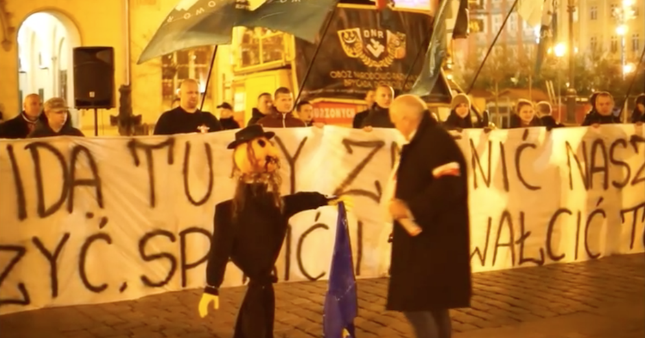 Polish crowd cheers as effigies of Jews are burned in front of City Hall, police take no action