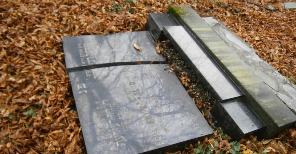 Three 10-year-olds caught vandalising Jewish cemetery in Czech Republic