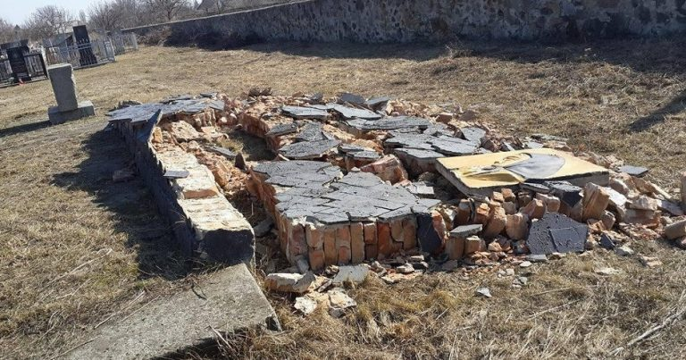 "Holocaust memorial destroyed overnight in Odessa, police attribute it to ""old age"""