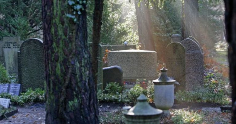 Graves of anti-Nazi fighters and Jews desecrated in Germany