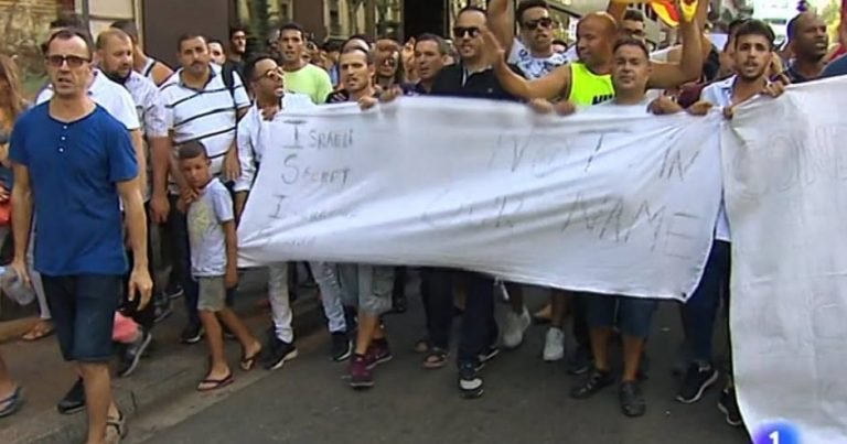 "Spanish ""solidarity"" marchers blame Israel for Barcelona terror attack"