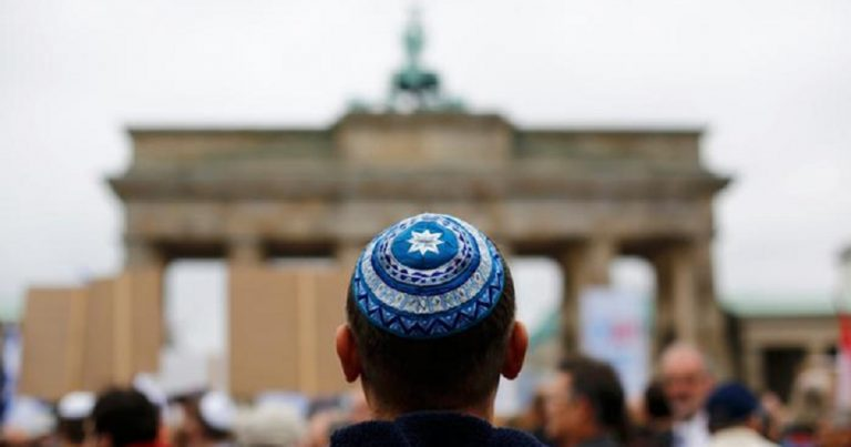 Resurgent far right led to 4 antisemitic crimes per day in Germany in 2017